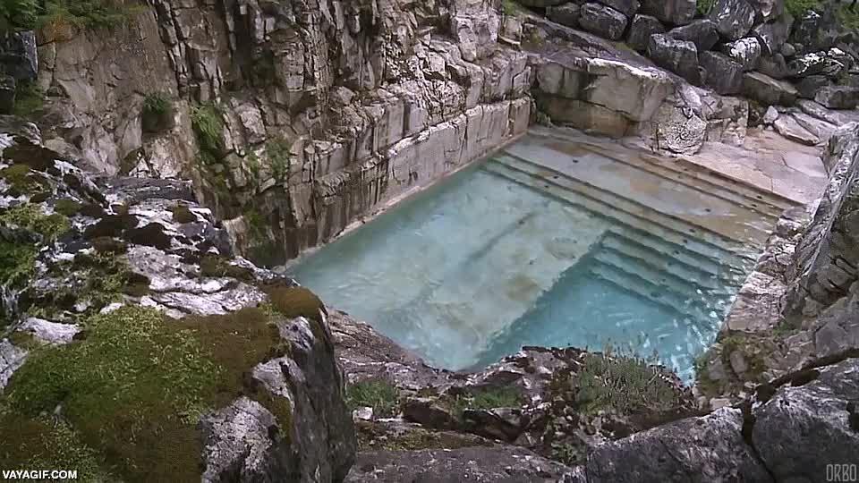 Enlace a Un antigua cantera convertida en piscina de lujo para un complejo turístico