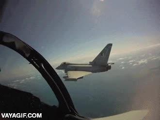 Enlace a Así es la aceleración del Eurofighter Typhoon saliendo de su formación casi en vertical