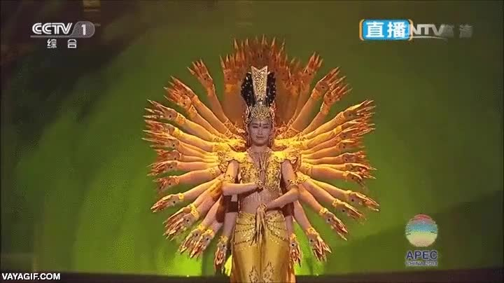 Enlace a Espectacular Avalokiteśvara de mil brazos hecho con bailarines
