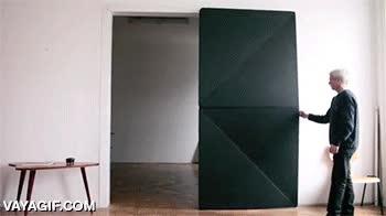 Enlace a Porque hacer una puerta normal estaba demasiado visto