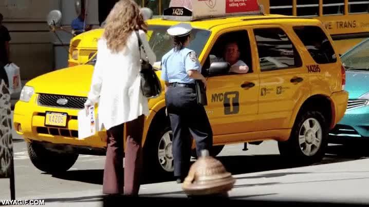 Enlace a La agente de policía más fuerte de toda Nueva York