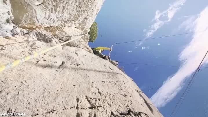 Enlace a Si las alturas no son lo tuyo no te recomendamos este gif