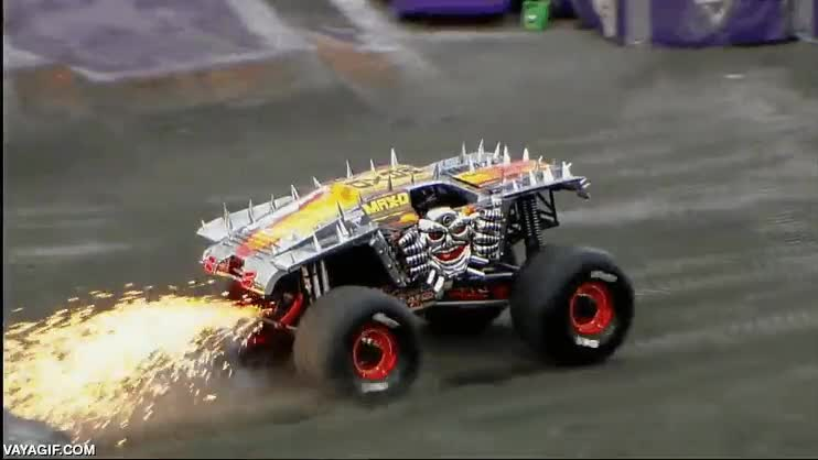 Enlace a Doble backflip de monster truck rodeado de fuego