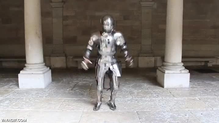 Enlace a ¿Pensabas que las armaduras no eran flexibles? Este GIF demuestra lo contrario