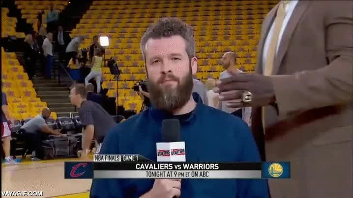 Enlace a El riesgo de ser reportero en un partido de la NBA