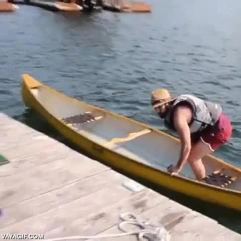 Enlace a Es peligroso beber encima de una canoa