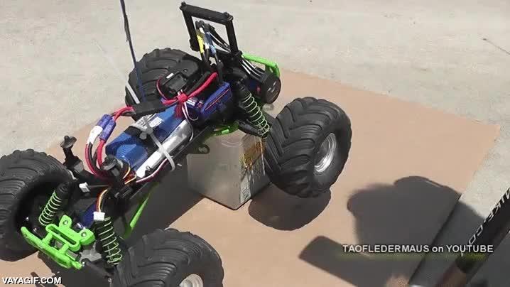 Enlace a Increíble el efecto que sufren estas ruedas de coche teledirigido al rodar sin contacto con el suelo