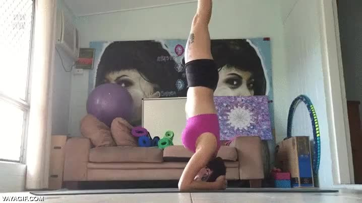 Enlace a ¿Quieres hacer yoga ahora? Eso es un rollo, que me miren a mí mejor