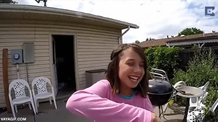 Enlace a Esta niña prefiere gastar dinero en un tirachinas nuevo antes que ir al dentista