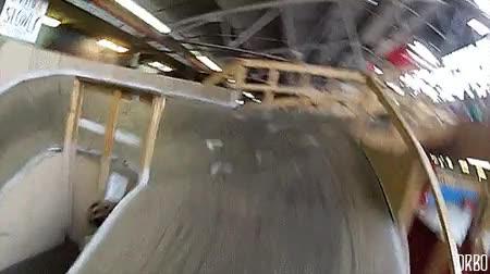 Enlace a Un circuito indoor de BMX recorrido en primera persona