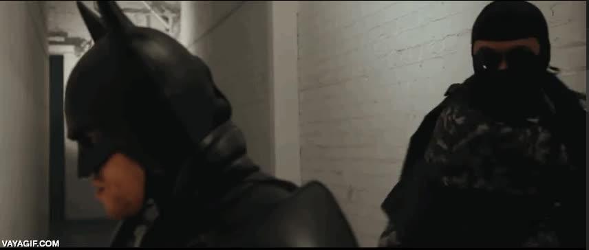 Enlace a Batman es invencible hasta por la espalda