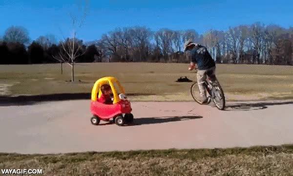 Enlace a Padres que saben tener entretenidos a su hijo al límite del riesgo