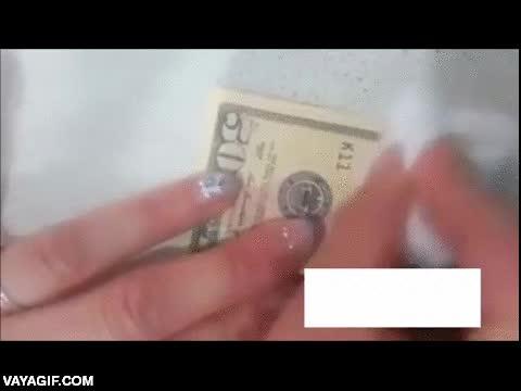 Enlace a No sé si esto es magia, pero mira cómo hacen pasar billetes de 10$ por billetes de 50$