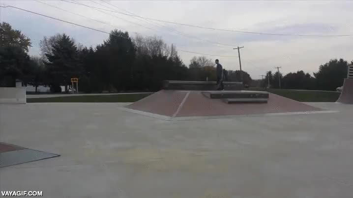 Enlace a Y por eso los padres deben vigilar a sus hijos con patinetes cuando van a los skate parks