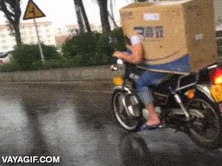 Enlace a ¿No te llega para un casco y un mono de protección para tu moto? ¡Échale imaginación!
