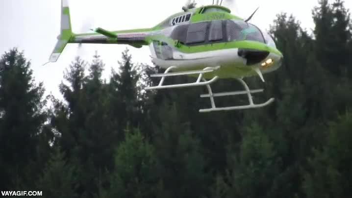 Enlace a No sé si es un helicóptero normal demasiado pequeño o uno de radiocontrol demasiado grande