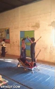 Enlace a Un nivel acrobático que casi da miedo