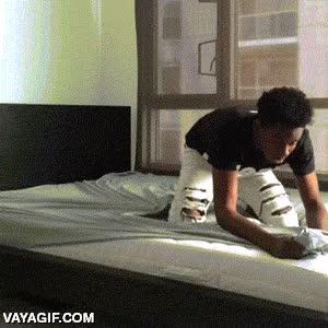 Enlace a El drama de las sábanas con gomas ajustables en las esquinas