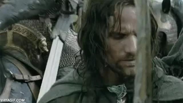 Enlace a Esta parece una escena normal de El Señor de los Anillos, hasta que te fijas en la espada del jinete