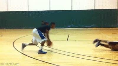 Enlace a Esto sí es dejar roto a tu oponente en el baloncesto