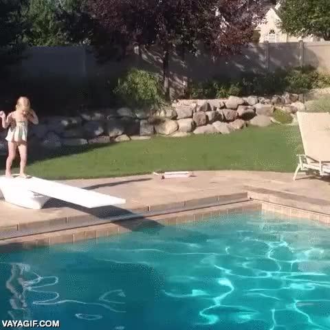 Enlace a Esta niña es una gran promesa olímpica del salto de trampolín