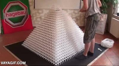 Enlace a Después de 5 días de trabajo y haber colocado 14.000 fichas de dominó...