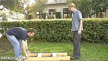 Enlace a ¿Que tienes cuatro maderas, necesitas una mesa pero no te llega para sillas? Toma nota