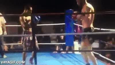 Enlace a No te fíes de los luchadores más bajitos que tú, pueden tener golpes escondidos