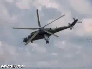 Enlace a Una cámara perfectamente sincronizada con las hélices de este helicóptero y parece que flote