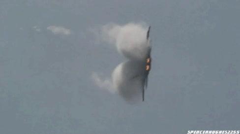 Enlace a Un F-22 realizando una maniobra de giro con la que se alcanza los 9G