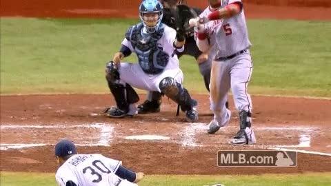 Enlace a Carambola a bateador, catcher y árbitro en un mismo lanzamiento, ¡triple kill!