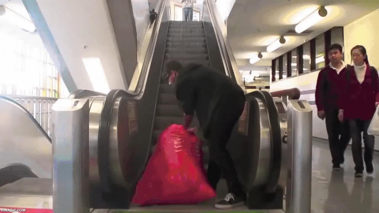 Enlace a Dándole un punto de color (y un poco troll) a estas escaleras mecánicas