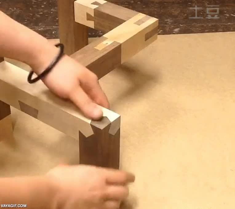 Enlace a Esto sí me ha dejado loco, dos piezas de madera que encajan desde todos los ángulos