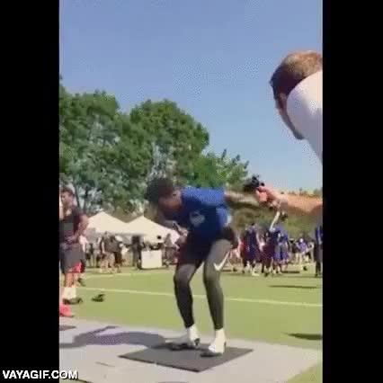Enlace a Esta es la increíble potencia de salto a pie parado de este atleta