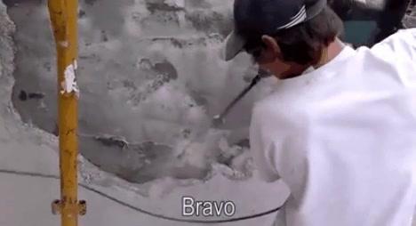 Enlace a Este obrero ruso te muestra cómo se usa correctamente un martillo hidráulico