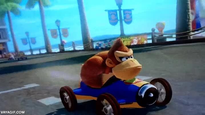 Enlace a No se puede ser más perturbador que Donkey Kong adelantando en Mario Kart 8