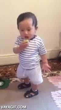 Enlace a Un niño probando por primera vez el limón siempre es divertido de ver