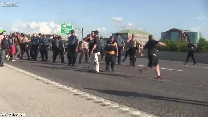 Enlace a Nota mental: No vacilar a la policía de Ferguson, no se andan con chiquitas