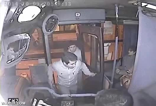 Enlace a En algunos países, los intentos de robo en el autobús se pagan muy caros