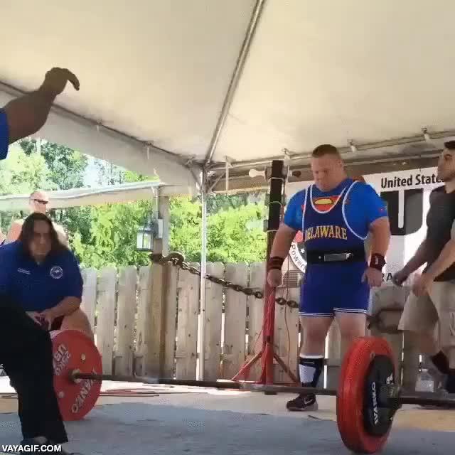 Enlace a John de los Special Olympics levantando unos 212 kg a peso muerto, ejemplo de superación