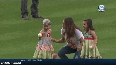 Enlace a Bonito gesto. Las hijas de Mike Avilés, una de ellas con leucemia, hacen el lanzamiento inicial