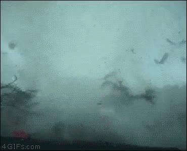 Enlace a Tornado se traga un coche como si nada