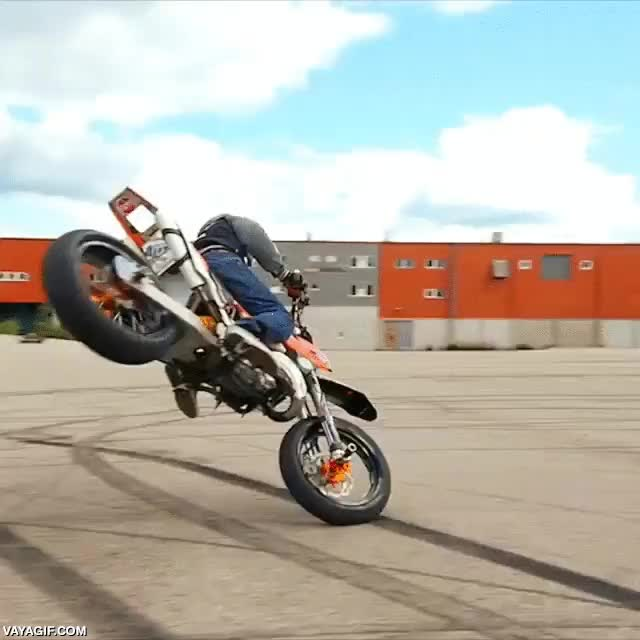 Enlace a Control brutal sobre moto