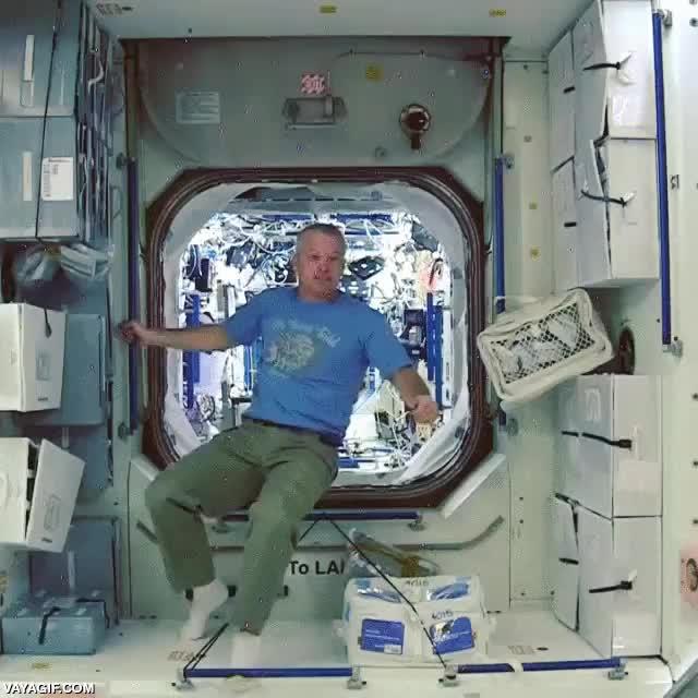 Enlace a Así pasamos el rato en la estación espacial internacional