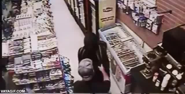 Enlace a Cuando te pasas de listo y no conoces al amo de la tienda que quieres robar