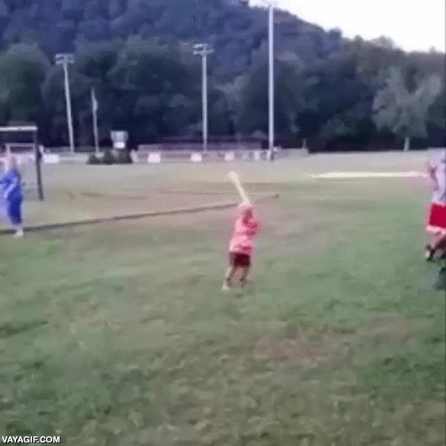 Enlace a Este niño es una máquina del baseball. Apunta a leyenda