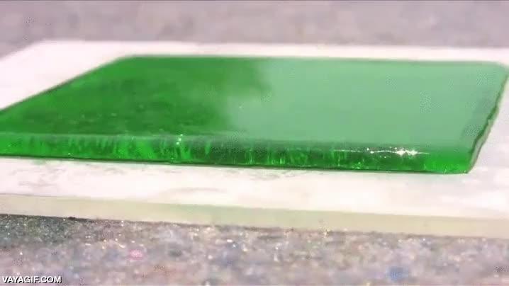 Enlace a Así se comportan los fluidos hidrofóbicos sobre superficies planas impermeables