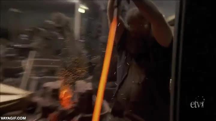 Enlace a Ésta es la parte más espectacular de hacer una espada