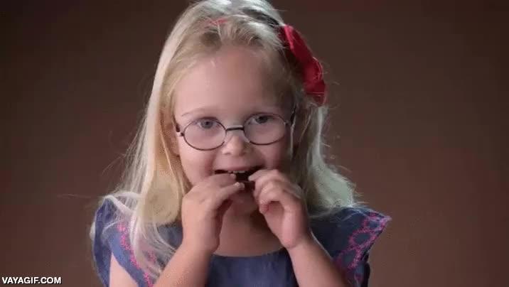 Enlace a Niños probando el chocolate negro por primera vez