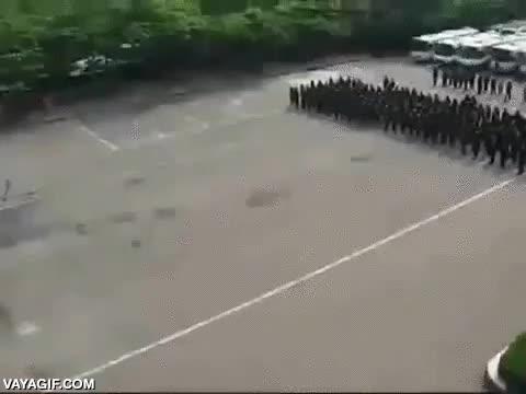 Enlace a La policía coreana aplica formaciones militares romanas ancestrales para sus anti-disturbios